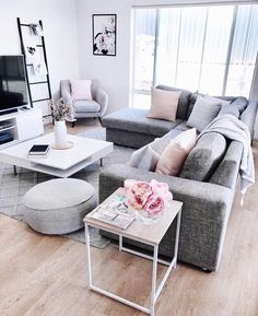 Living Room Inspo The Home of Interiors By Meg Caris.- Living Room Inspo ✨ Das Zuhause von Interiors By Meg Caris.interiors 😍 übe… Living Room Inspo ✨ The home of Interiors By Meg Caris.interiors 😍 about the … - Living Room Colors, Living Room Grey, Living Room Interior, Home Living Room, Living Room Ideas With Grey Couch, Interior Livingroom, Cozy Grey Living Room, Grey Couch Decor, Blush Pink Living Room
