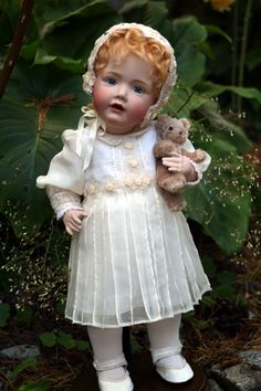 Victorian Dollhouse, Victorian Toys, Baby Girl Dolls, Child Doll, Miniature Crafts, Miniature Dolls, Bird Nest Craft, Reborn, Isabelle