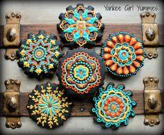 Retro flower patterned cookies by Yankee Girl Yummies.