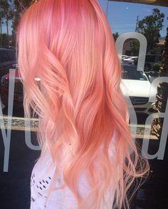 Coral hair, pastel pink hair, peach hair, green hair, dying hair at h Cabelo Coral Pastel, Pastel Pink Hair, Pink Peach Hair, Curly Pink Hair, Peach Hair Colors, Lilac Hair, Red Hair Color, Cool Hair Color, Green Hair