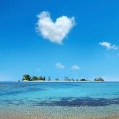 heart shaped cloud:スマホ壁紙(壁紙.com) Beautiful Sky, Beautiful Beaches, Beautiful World, Beautiful Pictures, Angel Clouds, Sky And Clouds, Wallpaper Paisajes, Heart In Nature, Sky Sea