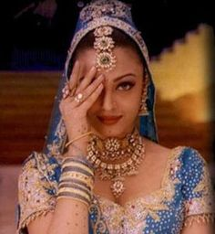Fanpop quiz: what is Aishwarya's name in hum dil de chuke sanam? - See if you can answer this Aishwarya Rai trivia question! Vintage Bollywood, Bollywood Girls, Bollywood Fashion, Bollywood Actress, Bollywood Style, Aishwarya Rai Wedding Pictures, Gamine Looks, Actress Wedding, Raw Silk Lehenga
