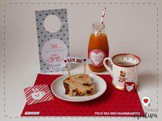 O post de hoje é para você que está planejando uma manhã especial pré ou pós Dia dos Namorados. Preparei um kit digital romântico para você decorar e personalizar a sua mesa ou bandeja de café da manhã e surpreender o seu amor!  Materiais: -Molde impresso, recortado (linhas retas), vincado e dobrado (linhas pontilhadas) -Tesoura e cola -Palitos -Chá em sachê -Louças e delícias de café da manhã  Baixe o Molde: >>Kit Digital Café da Manhã<<   No molde você vai encontrar diversos ite...