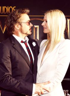 I love these totally bizarre, intense stares he gives Gwyneth.  You have to wonder if he's deliberately trying to freak her out.