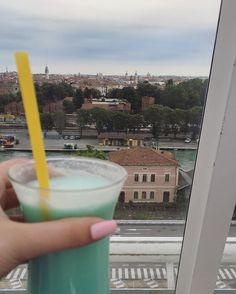 Auf #Venedig   Adria ab Venedig mit #AIDAbella @aida_cruises im Juli 2016 mit @schusseltine  #venice #ichkannnichtmehr #summer #sommer #essollniezuendegehen #urlaub #holiday #reisen #reise #reiseblog #cruise #tb #throwback #kreuzfahrt #kreuzfahrtschiff #cruiseship #zeitendiemannievergisst #great #fun #spaß #love #cocktails #Aussicht #swimmingpool #sailaway