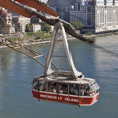 Roosevelt Island Tramway is an aerial an.tramway in New York City that spans the East River and connects Roosevelt Island to Manhattan...:)