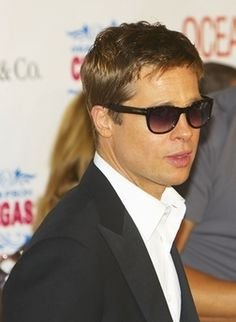 Brad Pitt in high collar shirt using collar stiffeners