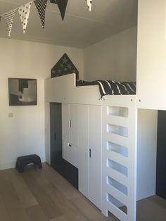 Monochrome kids bedroom with loftbed and cave | bedroom | kidsroom | boys | kids | monochrome | ikea | ikeahack | stuva | DIY | chalkboard | loftbed | cabin | cave | hut | hoogslaper | kinderkamer | flags |vlaggelijn | barnerom