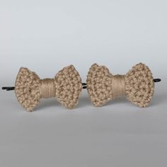 Barrette noeud au crochet, made in France. www.histoiredecadeau.com