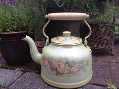 Vintage French Floral Decoupage Tea Kettle por JansVintageStuff