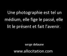 Une photographie est tel un médium, elle fige le passé, elle lit le présent et fait l'avenir.