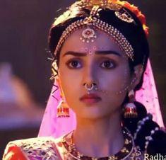 Radha Rani, Radha Krishna Love, Radhe Krishna, Lord Krishna, Indian Tv Actress, Krishna Wallpaper, Krishna Images, Beautiful Moon, Real Flowers