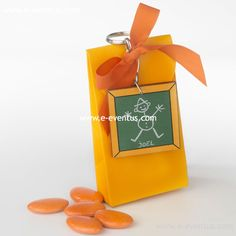 detalles · bautizo · personalizados · detalls · bateig · barcelona · tienda de detalles de bautizo · botiga detalls bateig · personalizados · diseño · recuerdo · detalle · regalo · invitados · llavero · madera · metal · niña · pañales · niño · rosa · azul · bolsa · kraft · papel · peladillas · lazo · nombre · chocolate · chupete · rosa · azul · colores · bolsa · algodón · blanca · grabado  · llavero largo · llufa · bolsa alta · rosa · azul · bombones · varios colores · llavero · tela ·…