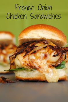 I am going to make these sandwiches, but as sliders. French Onion Chicken Sandwiches - all of the flavor of French Onion Soup, in a chicken sandwich! Ideas Sándwich, Food Ideas, Beste Burger, French Onion Chicken, Mexican Chicken, Fingerfood Party, Little Lunch, Soup And Sandwich, Sandwich Spread
