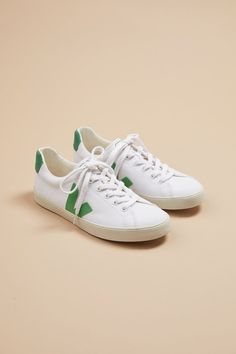 Amour Vert is a sustainable fashion brand that makes classic staples like striped t-shirts in classic colors like navy, white, black, heather gray and more. Vegan Sneakers, Vegan Shoes, Veja Esplar, Cat Flats, Best Trade, Vintage Backpacks, Canvas Sneakers, Sustainable Fashion, Fashion Brand