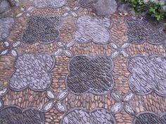 Garden mosaic--would be neat patio!
