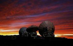 (ALMA), un conjunto de 66 radiotelescopios ubicados en el desierto seco y despejado de Atacama, en Chile, muestran que las ráfagas más vigorosas del nacimiento de las estrellas en el cosmos tuvieron lugar mucho antes de lo que se pensaba.        Los resultados de la investigación, que se publican en una serie de documentos en las revistas 'Nature' y 'Astrophysical Journal', son el ejemplo más reciente de los descubrimientos procedentes del nuevo observatorio internacional ALMA/