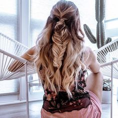 Follow @quartzandleisure on Instagram. Half up fishtail braid #hairgoals #fishtailbraid balayage hair