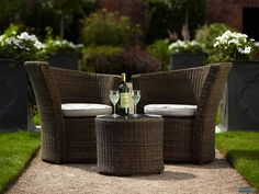 27 suggestions for high quality garden furniture and care tips! 27 suggestions for high quality garden furniture and care tips! Resin Patio Furniture, Rattan Garden Furniture, Outdoor Furniture Sets, Garden Table, Patio Table, Patio Chairs, Appartement New York, Furniture Sets Design, Furniture Care
