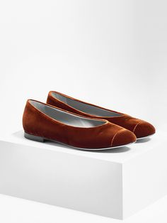 aeyde collection n02  ALEX - a round-toe flat made from finest Italian leather in fiery rust velvet. The minimal heel, and just the right amount of coverage make it a summer no-brainer.