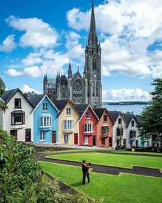 Cobh Ireland, Europe Destinations, Beautiful Places To Visit, Amazing Places, Australia Travel, House Colors, Dublin, Traveling By Yourself, Facade