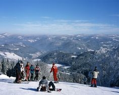 Wisła w Beskidzie Śląskim. Na zdjęciu narciarze z instruktorem.