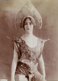 """pierrotgourmand: """" Cléopâtre Diane de Mérode - photographie de Charles Reutlinger - Paris,1875. source Bnf """""""