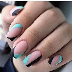 The advantage of the gel is that it allows you to enjoy your French manicure for a long time. There are four different ways to make a French manicure on gel nails. Aycrlic Nails, Nail Manicure, Cute Nails, Hair And Nails, Stylish Nails, Trendy Nails, Nail Deco, Nagellack Design, Nail Art Photos
