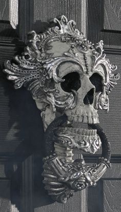 When fiends and family creep up to your door, make certain the first thing they see is our elegantly eerie Skull Door Knocker.