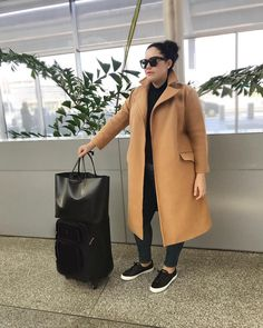 Home - Girl With Curves - Plus size winter outfits - Plus Size Winter Outfits, Plus Size Outfits, Curvy Outfits, Fashion Outfits, Cute Casual Outfits, Stylish Outfits, Estilo Converse, Camel Coat Outfit, Plus Sise