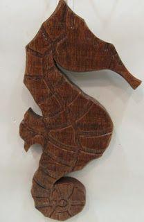 Ateliê Le Mimo: QUADROS E PLACAS Cavalo-marinho Peça em madeira