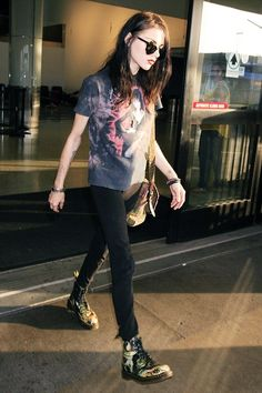 Frances Bean Cobain : Seen at LAX Airport - June 26, 2015