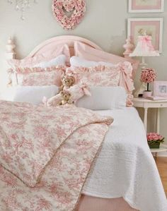 Romantic Shabby Chic Bedroom Decor And Furniture Ideas 33 Romantic Shabby Chic, Rose Shabby Chic, Shabby Chic Romantique, Shabby Chic Design, Cottage Shabby Chic, Shabby Chic Sofa, Shabby Chic Interiors, Shabby Chic Bedrooms, Shabby Chic Kitchen