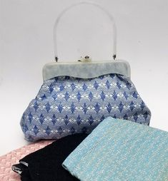 Vintage purse with marbled white Lucite handle and frame with four changeable cloth bodies Vintage Box, Vintage Purses, Vintage Handbags, Handbags Online, Purses And Handbags, Turquoise Purse, School Purse, Frame Purse, Luxury Purses