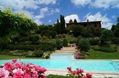 Freistehendes Ferienhaus mit Nebenhaus zwischen Montepulciano und Perugia in einem weitläufigen Garten mit Luxuspool