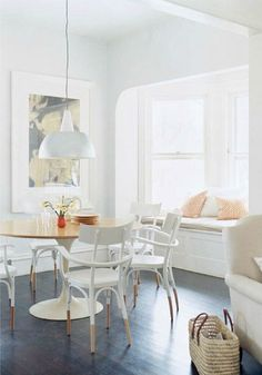 Create a bright, open, and airy kitchen space for entertaining and dining right in your own home with the help of this home décor inspiration. The simple details truly bring this room together!