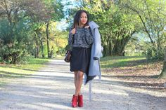 winter look with a skirt // long grey coat H&M, red low boots, pull over www.pompompidou.com