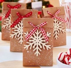 Last Minute Christmas Gifts, Christmas Gifts For Coworkers, Christmas Gift For You, Christmas Bags, Noel Christmas, Christmas Gift Wrapping, Christmas Paper, Holiday Gifts, Christmas Crafts