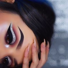 Eyes• @anastasiabeverlyhills single shadows in baby cakes, buon fresco, dusty rose, hot chocolate and aubergine / @tartecosmetics eye jewels in silver Brows• @anastasiabeverlyhills dipbrow in ebony Skin & inner corner • @anastasiabeverlyhills Nicole Guerriero Glow Kit #motd #makeup #makeupartist #mua #vegas_nay #anastasiabeverlyhills #abhbrows #hudabeauty #norvina #batalash #jamiegenevieve #abhshadows #makeupartistsworldwide #universodamaquiagem_oficial #inssta_makeup #makeupfanatic1…