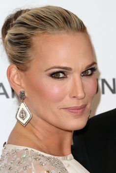 Molly Sims: Here's Molly Sims in a knotted updo and black liner at Elton John's Oscars party.