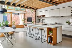 Century-old cottage transformed with light & greenery - The Interiors Addict Modern House Design, Home Design, Interior Design, Diy Design, Design Ideas, Kitchen Flooring, Kitchen Dining, Narrow Kitchen, Cottage Renovation