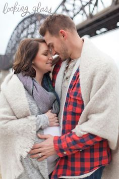 maternity photography, blankets and flannel, winter maternity sessions