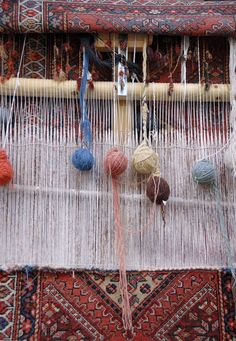 Key Differences Between Handmade and Machine Made Rugs | http://blog.plushrugs.com/key-differences-between-handmade-and-machine-made-rugs/