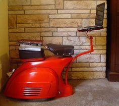 Recicla y Decora. Una moto Vespa transformada en un escritorio y una butaca | Mil Ideas de Decoración