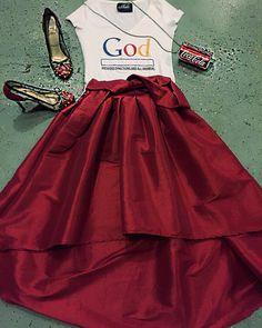 #holidaylooks #redskirt #shunmelson.com #christiantee #fashiontrends #skaterskirt