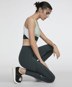 8661460c72f62 Teal green leggings, - Compression leggings that help contour the body  during exercise. Flat seams with a thermo-sealed finish to avoid leaving  marks on the ...
