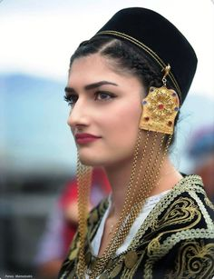 Mediterranean People, Crete Island, Fantasy Books, World Cultures, Traditional Dresses, Pagan, Greece, Cool Outfits, Religion