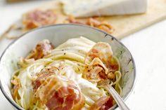 Cambozola is een aromatische zachte kaas die het beste van camembert en gorgonzola combineert. Lekker en makkelijk onder deze spaghetti met zout pance...