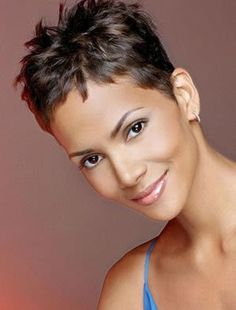 Kurzhaarschnitt 20 Best Halle Berry Short Haircuts Rosemary: The Herb of Remembrance and Friendship Very Short Hair, Short Hair Cuts For Women, Short Hairstyles For Women, Super Short Pixie, Short Cuts, Short Pixie Haircuts, Hairstyles Haircuts, Halle Berry Hairstyles, Halle Berry Haircut