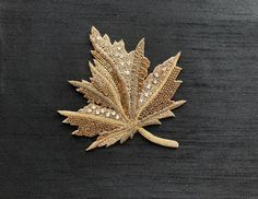 Zardozi Embroidery, Hand Embroidery Flowers, Hand Work Embroidery, Gold Embroidery, Hand Embroidery Designs, Applique Designs, Maple Leaf Gold, Shades Of Gold, Gold Work